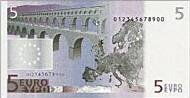 Граждане покупают евро.